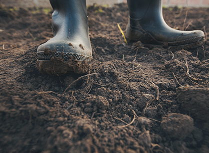 Stövlar i jord